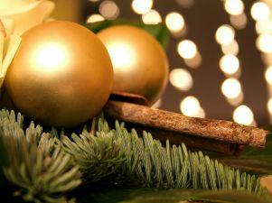 Los colores de la navidad navidad - Bolas de navidad doradas ...