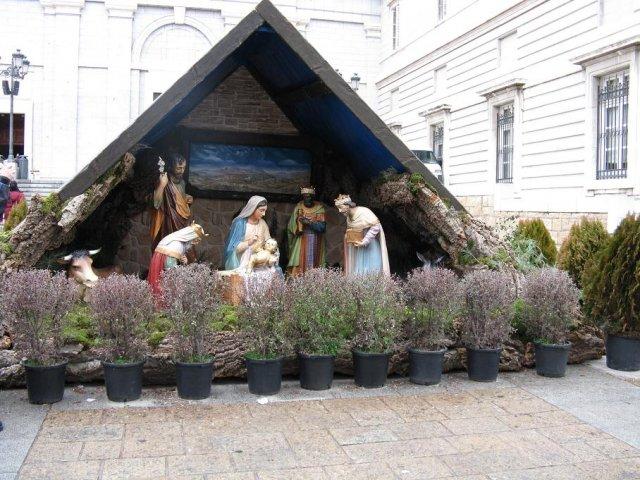 phoca_thumb_l_navidad-2008-madrid-belen-exterior-de-la-catedral-de-la-almudena