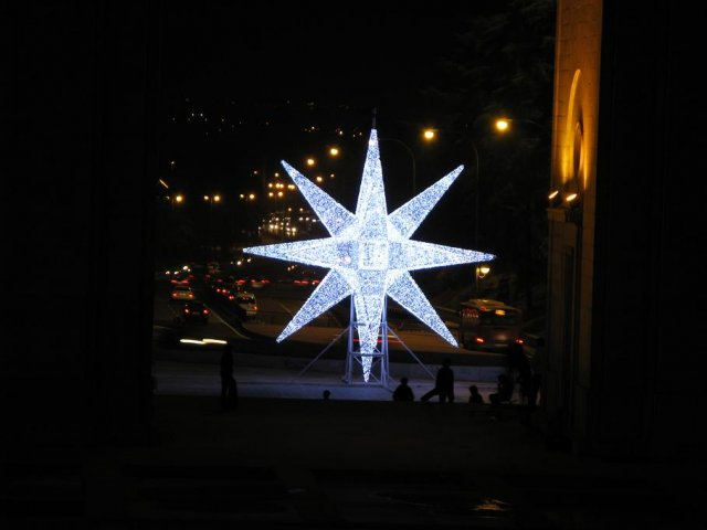phoca_thumb_l_navidad-2008-madrid-estrella-del-arco-del-triunfo