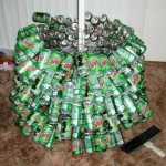 Un árbol con latas de refresco 6