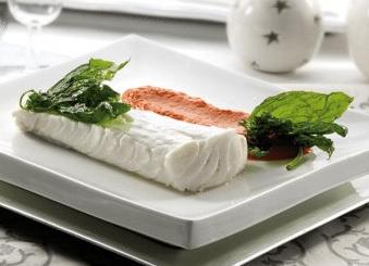 bacalao con salsa de pimientos rojos y albahaca