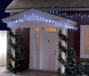 Luces navideñas en la entrada