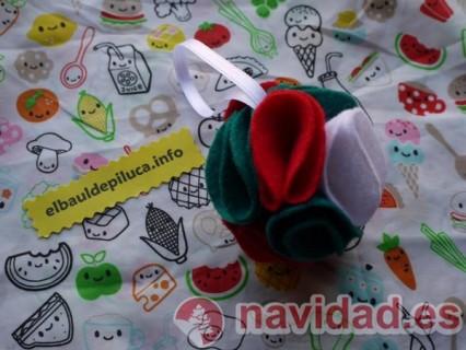 Broches y adornos en el ba l de piluca navidad - Bolas de navidad de fieltro ...