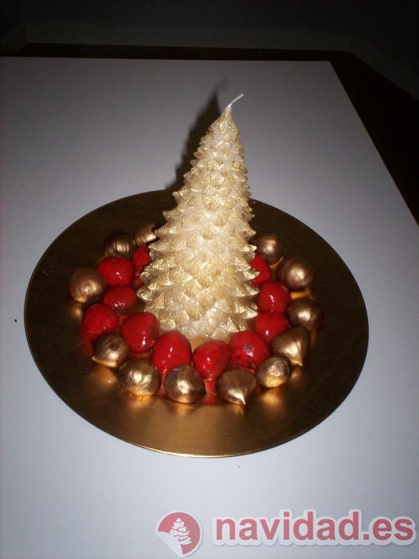 Bandeja navideña decorada en rojo y dorado