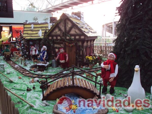 Decoraci n navide a centro comercial arena 11 navidad - Decoracion navidena para comercios ...