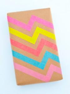 papel de embalar con cintas de colores