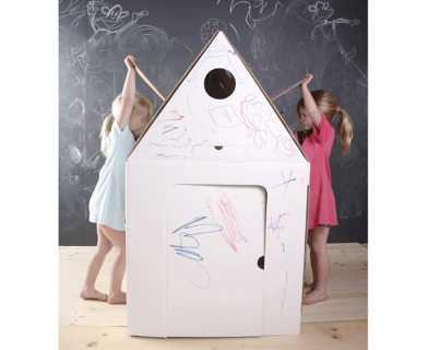 Casa de cartón para niños en Tot a Lot