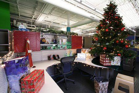 Navidad c mo decorar la oficina navidad tu revista for Adornos de navidad para oficina