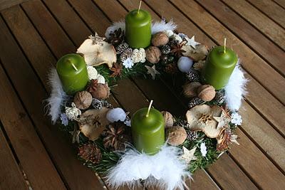 centro de mesa con velas verdes