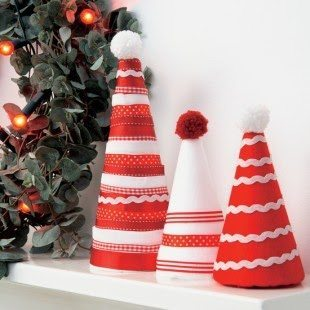 decoracion navideña con conos