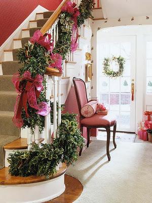 Decorar las escaleras en navidad navidad for Decoraciones para gradas