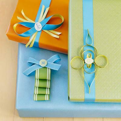C mo envolver regalos navide os navidad - Envolver regalos con papel de seda ...