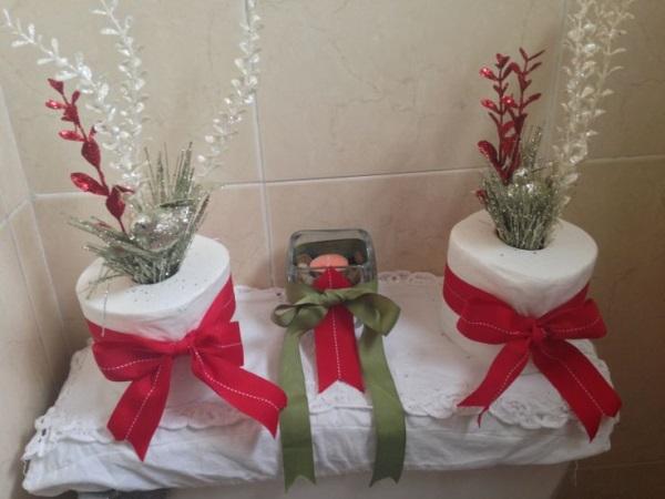 Decoracion De Un Baño Principal: dos rollos de papel higiénico cinta de color rojo y verde para