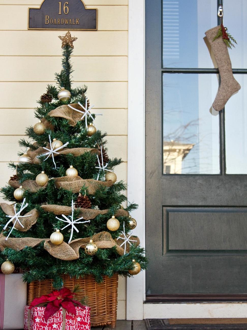 decoracion-navidena-arbol-puerta-de-la-casa