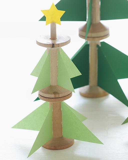 árbol de Navidad de carretes de hilo