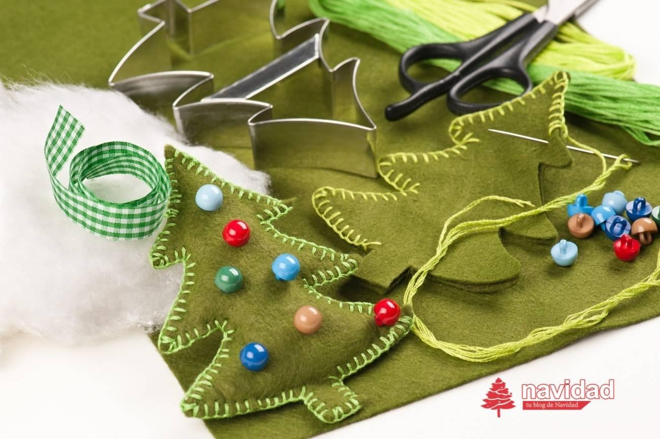 MANUALIDADES - NAVIDAD - arbol de navidad de fieltro y botones - dp