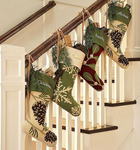 decorar escaleras en Navidad 5 - colgar cosas