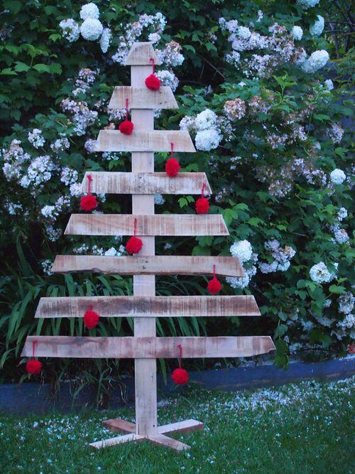 Un árbol de madera para dar un toque rústico a la Navidad 1