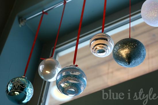 ¡Cambia las cortinas por bolas de Navidad! 1