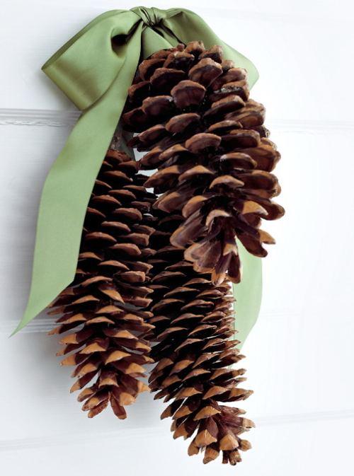 Adorno navideño con piñas secas 1