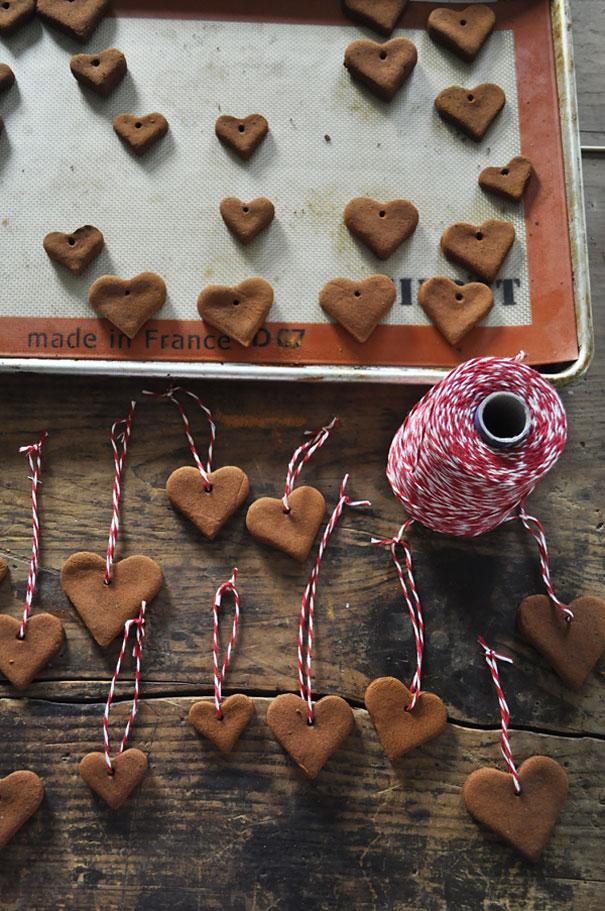 Ideas para decorar en Navidad corazones de manzana y canela