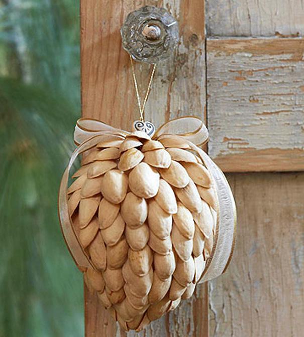 Ideas para decorar en Navidad cáscaras de pistachos