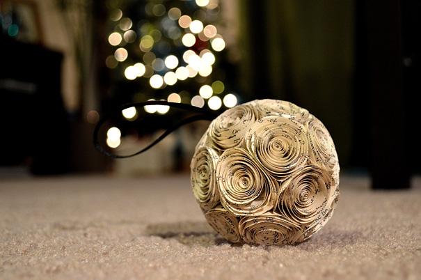 Ideas para decorar en Navidad roseta con hojas de libros
