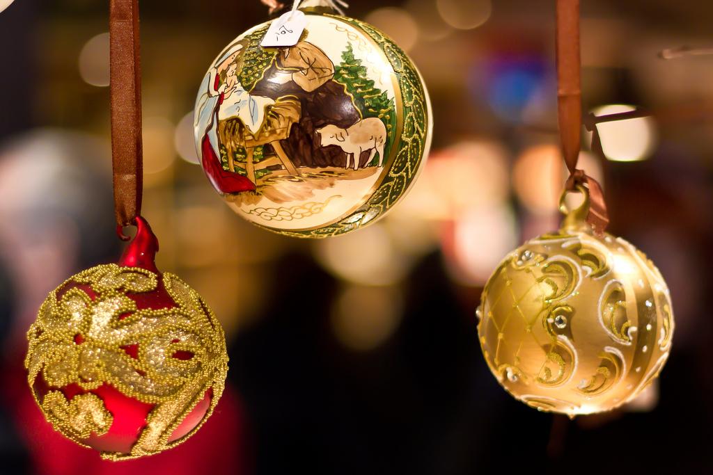 color dorado en la decoración navideña
