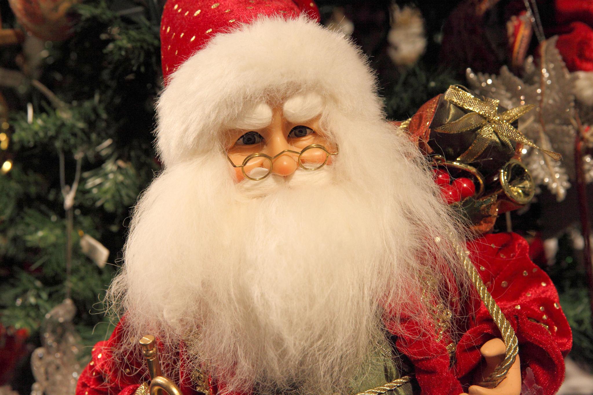 color rojo en la decoración navideña