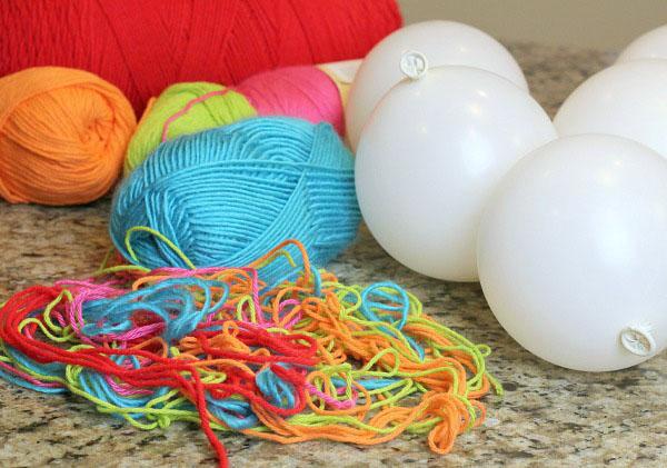 decorar con bolas de Navidad bolas lana materiales