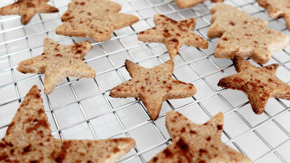 hacer galletas de Navidad galletas rejilla