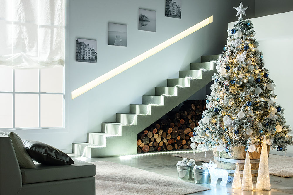 decorar el árbol de Navidad lm ambiente escalera