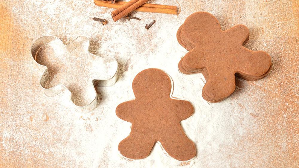 hacer galletas de Navidad muneco cortapastas