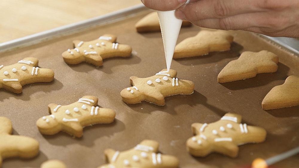 hacer galletas de Navidad muneco glaseado