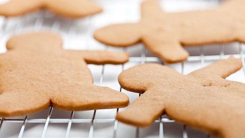 hacer galletas de Navidad muneco rejilla