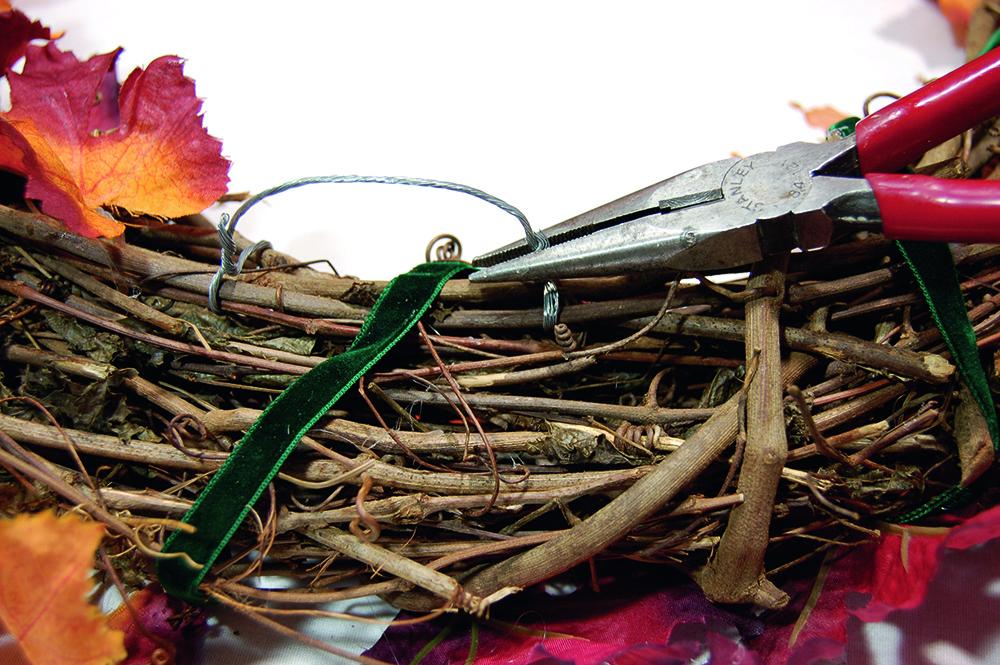 coronas de Navidad corona hojas paso 3