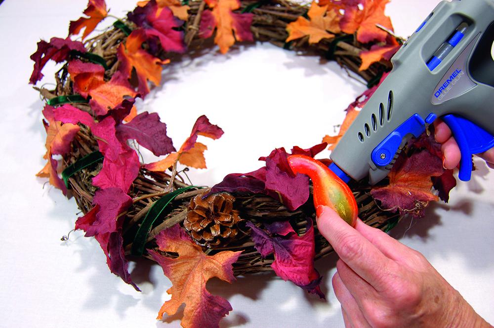 coronas de Navidad corona hojas paso 4
