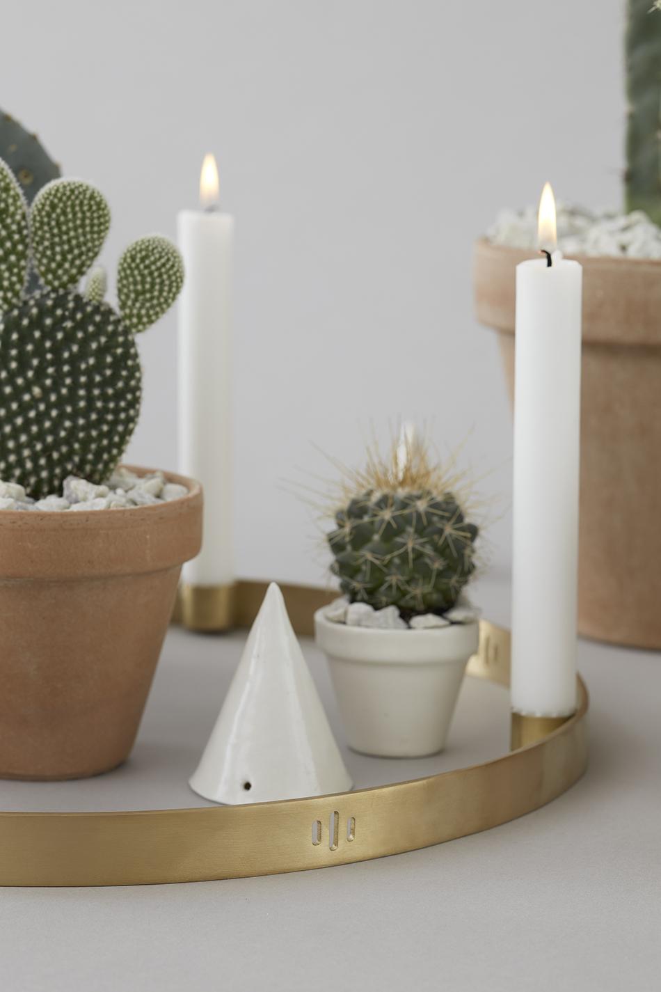 decorar las mesas auxiliares velas ferm living