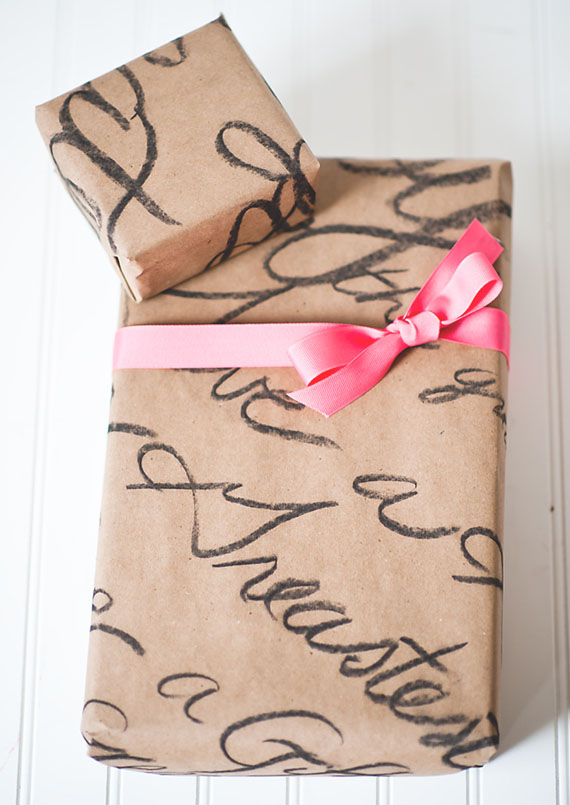 envolver regalos papel caligrafia