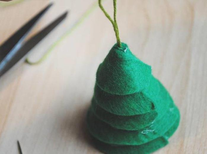 adornos navideños en fieltro - conos