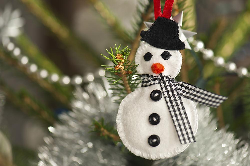 adornos navideños en fieltro -muñeco de nieve