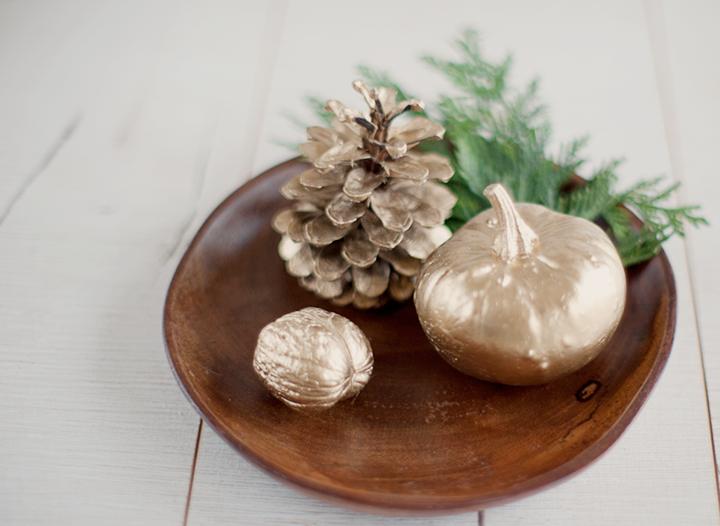 decoraciones para Navidad con adornos dorados