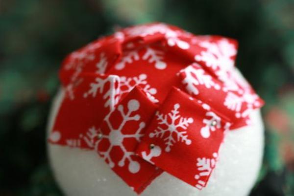 bolas de Navidad de poliespan con tela roja