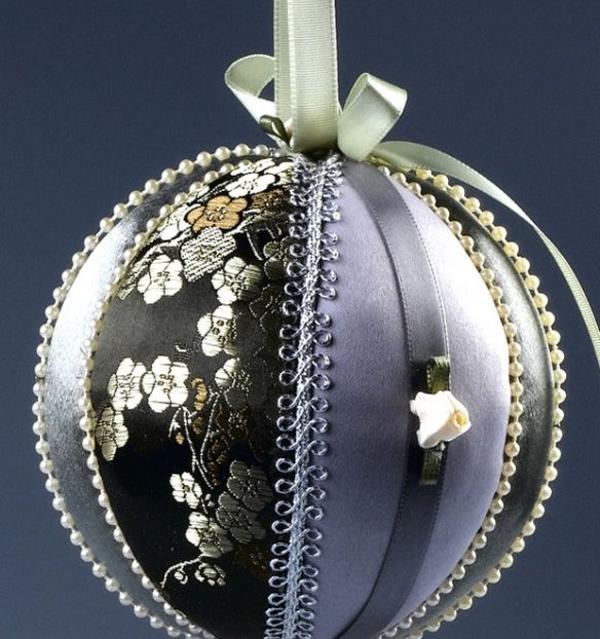 bolas de Navidad en patchwork en color plata