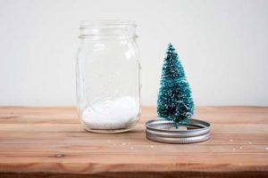 como-hacer-tarros-de-nieve-para-regalar-pegado