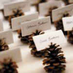 decoración de Navidad casera con piñas