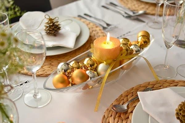 decoración de Navidad casera con centros de mesa