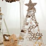 decoración de Navidad casera con escaleras