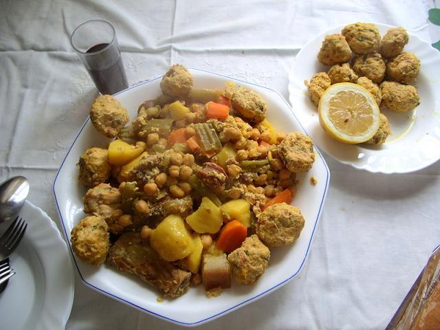 recetas navideñas españolas - cocido con pava y pelotas