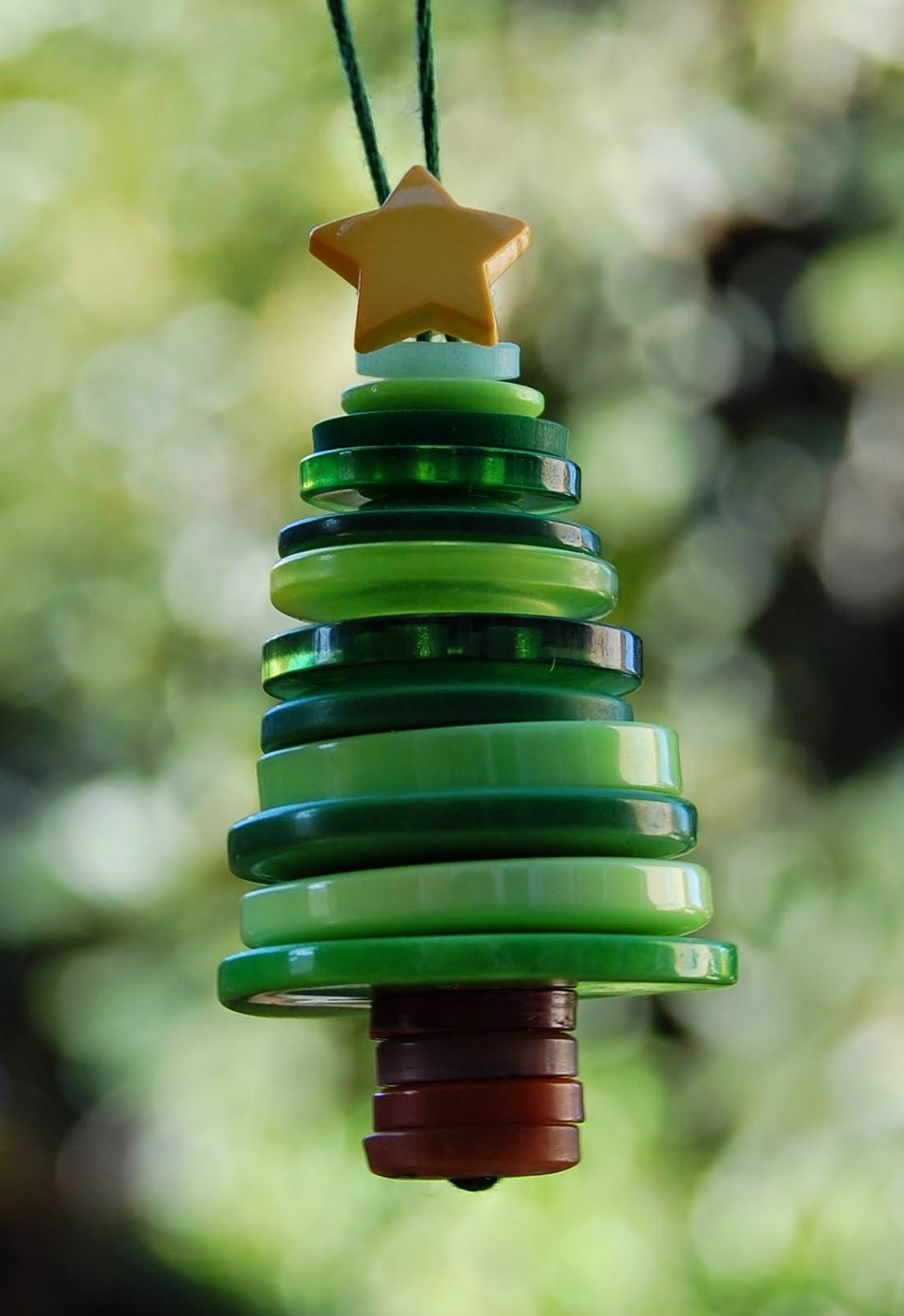 adornos navideños infantiles - árbol con botones